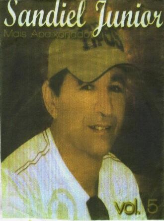 Resultado de imagem para sandiel junior cantor de arapiraca
